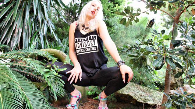Liz Rainbow Photo 3