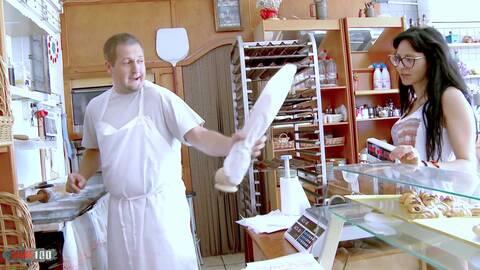 Auch beim Bäcker gibt es Sex photo 1