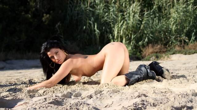 Yesenia Rock Photo 2