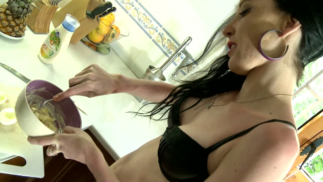 Tania Kiss Mo 01